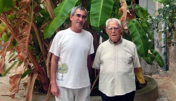 El Hno Juan Oliver con Mons Víctor de la Peña